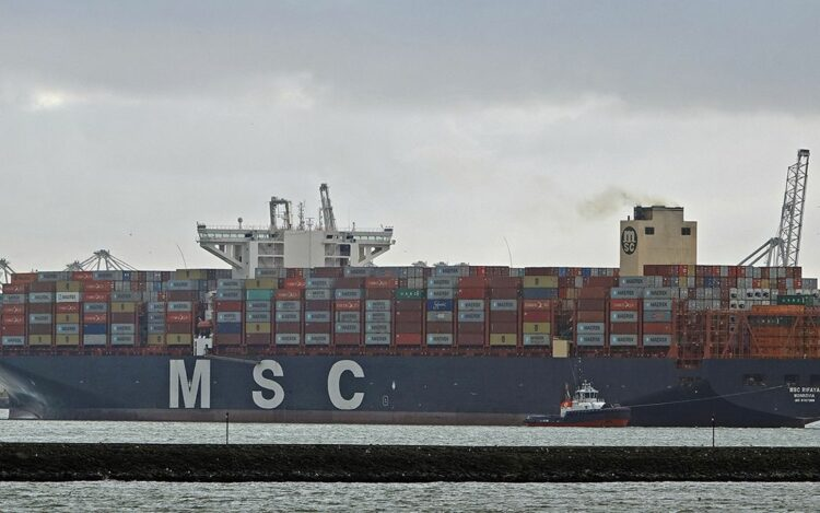 Arrival of the MSC Rifaya, the stowed container ship that was the first to arrive in Rotterdam ©PoR