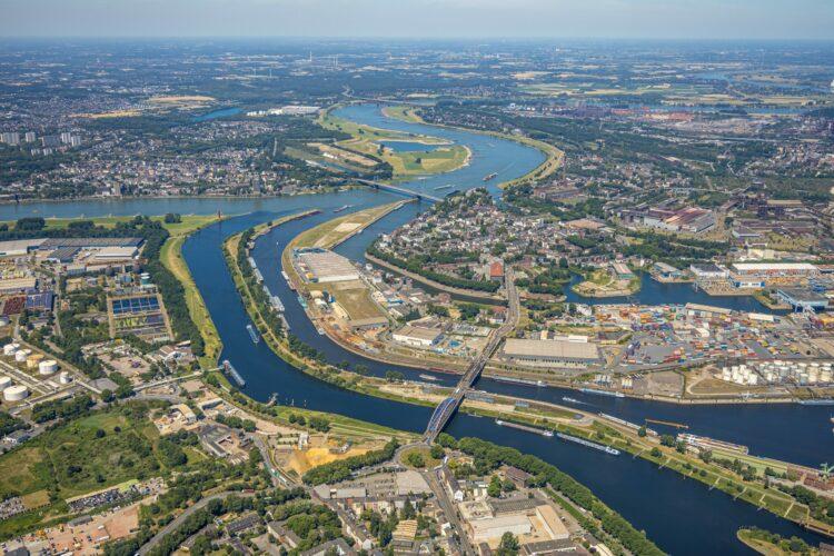 Rhine at Duisburg ©duisport / Hans Blossey