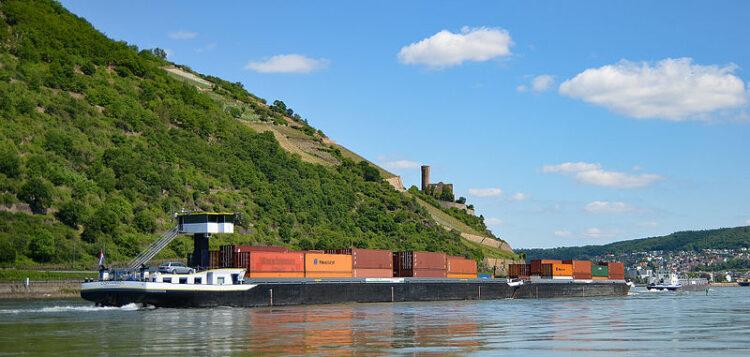Contargo barge on the Rhine ©Alexander Hoernigk (via Wikimedia Commons)